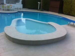 piscina-y-spa-desbordante