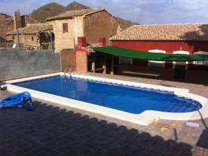 27-piscina-incorporada-terraza-porche
