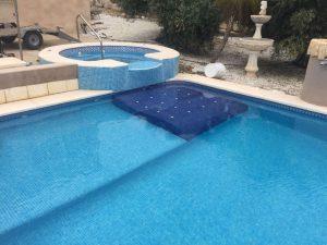 asiento-masaje-piscina
