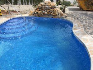 construccion-de-piscinas-con-cascada