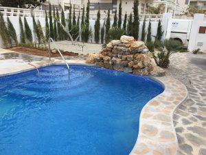 piscina-cascada-piedras