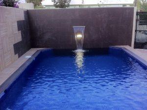 piscina-minimal-chorro-central-saymi